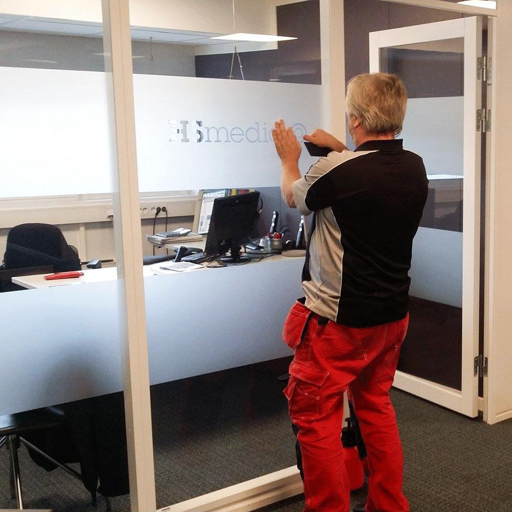 Montering av vindusdekor