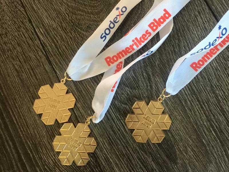 Snøkrystallformet medaljer med bånd med logotrykk