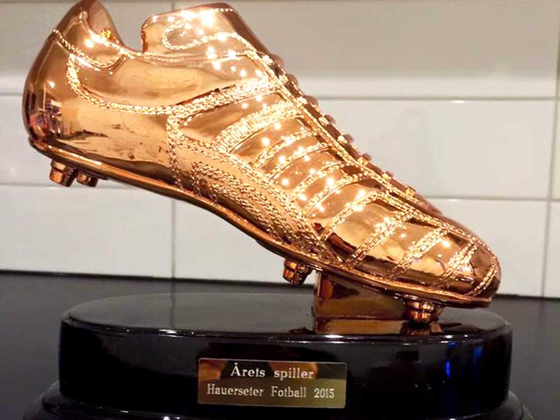 Pokal med gullsko for årets spiller