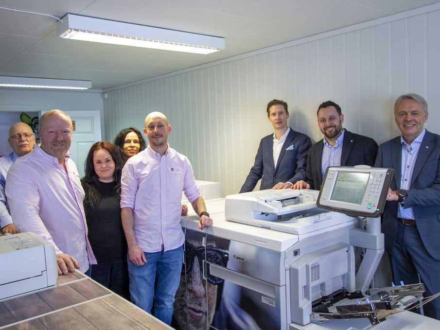 Ansatte i Reklame-Huset og representanter fra Canon Norge ved åpningen av vår nye maskinpark
