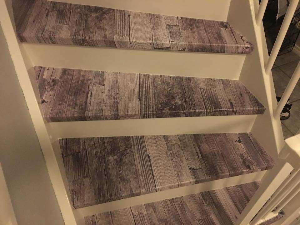 Foliert trapp med tremønster