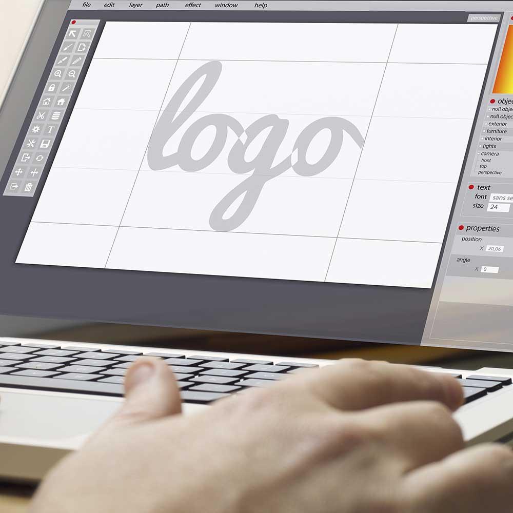 Logodesign på laptop